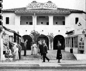 Plaza-Theatre-1951