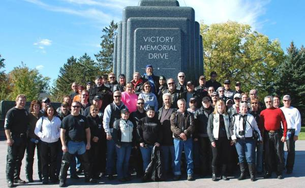 VICTORY GROUP AT VETERANS MEMORIAL DRIVE MONUMENT - Photo by Bill Toninato