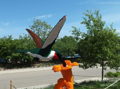 HUMMINGBIRD ON FLOWER - 61,107 LEGOS